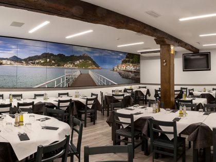 Colocación de mural en Cachón Bar Restaurante.